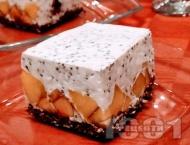 Рецепта Здравословна диетична протеинова торта с блат от елда и крем от извара Пилос, праскови и чия (с желатин и подсладител)